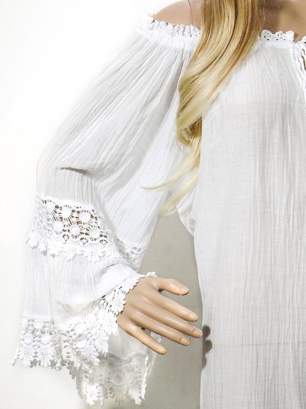 Zeige deine sonnengeküssten Schultern mit unserem Lola Dress. Dein weißes Bohokleid aus halbtransparenten Rayon, für ein luftig-leichtes Sommergefühl.